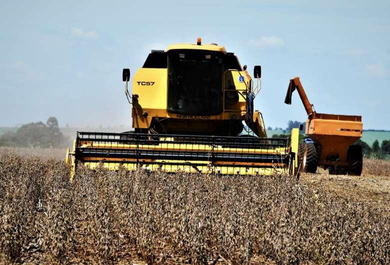 Atrasada, colheita da soja ainda enfrenta previsão de chuva em MS