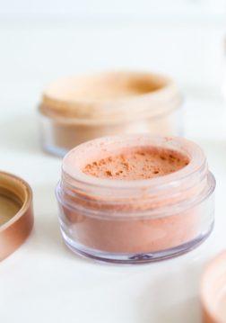Poudre libre de teint et blush - Les ateliers de fabrication de produits de maquillage PLANT B