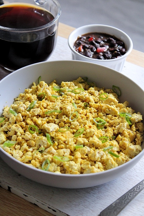 Breakfast tofu scramble with blackbeans and tea