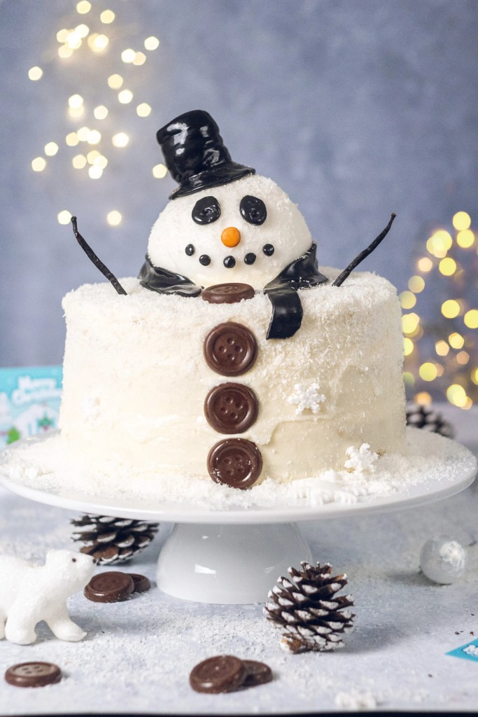 Mummy Meagz Snowman Cake with Jolly Buttons