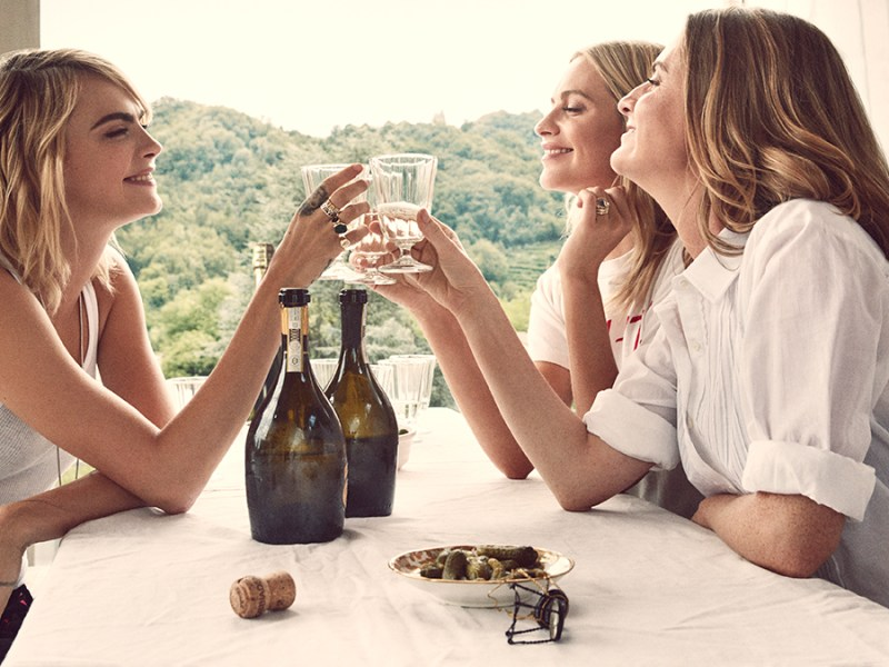 the delevingne sisters drinking vegan prosecco