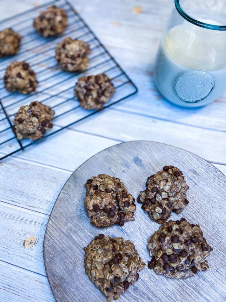 VEGAN AND GLUTEN FREE OATMEAL CHOCOLATE CHIP COOKIES