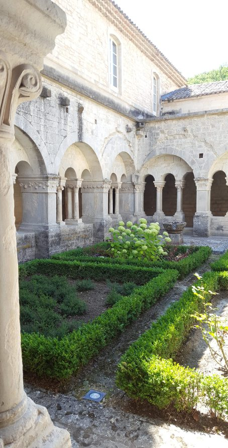 cloitre-abbaye-aromatiques