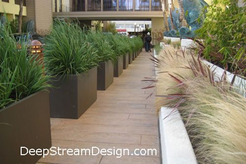 Click for a link to DeepStream's Desktop Website more info on Fiberglass Wilshire Garden Planters