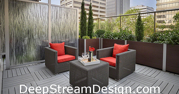 DeepStream planter for privacy on balcony
