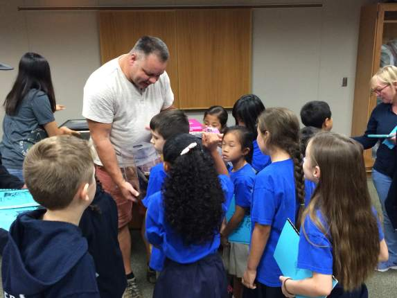 A group of eight and nine year-olds from Sacramento's Merryhill visted CDFA's Meadowview laboratory complex this week to learn about the agency's work to protect the state from invasive species.