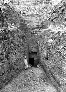 밥 엘 호산, 첫 번째 램프의 끝과 석문. Photo: Arnold 1901경