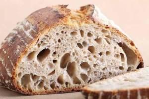 Paine cu Maia Naturala Neagra Neaditivata 500g Painea cu maia este cea mai buna si nutritiva paine. Fara E-uri, painea cu maia trezeste amintirile copilariei, cu gustul sau autentic si aroma de proaspat dospit. Maiaua este facuta doar din faina si apa, fara nici un fel de aditiv, ameliorator sau drojdie. Painea este produsa cu dragoste.  Ingrediente: Faina de grau neaditivata neagra, faina de grau neaditivata integrala, apa, sare. Contine gluten.