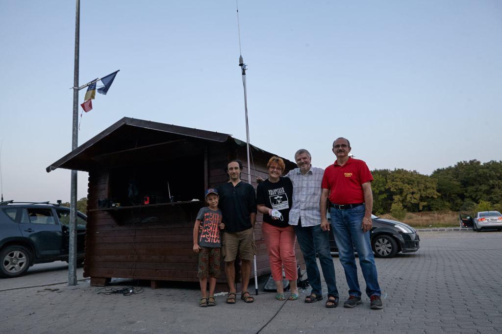Împreună cu echipa de la Radioclubul Timișoara, care a montat, reglat și probat emițatorul radio de la drive-in