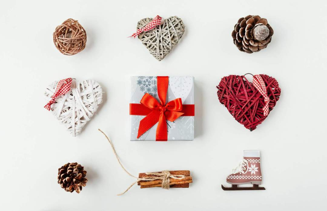 Thread Wrapped Hearts As Valentine Decorations for Office