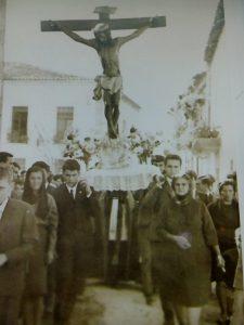 Antigua foto de la procesión del Cristo (Foto: Santibañejo)