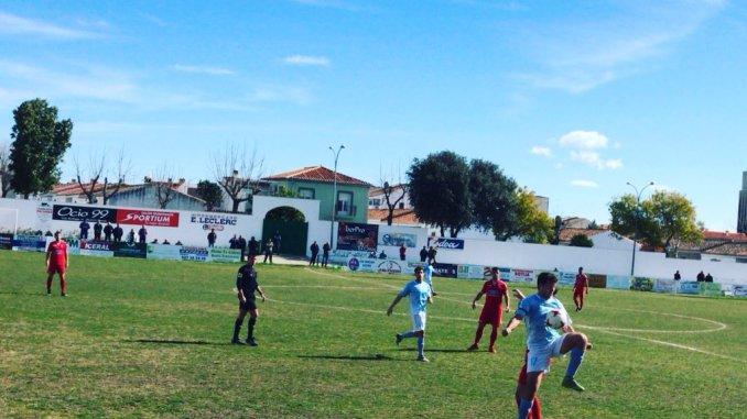 La UP Plasencia hace justicia en la recta final y recorta distancias respecto a los play offs (0-2)