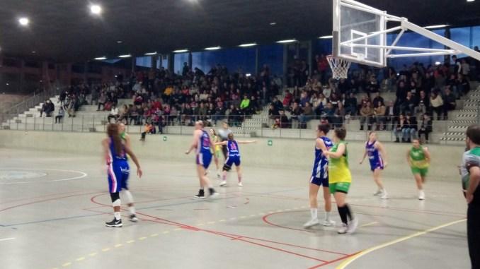 El Baloncesto Miralvalle toma la primera ventaja (49-42)