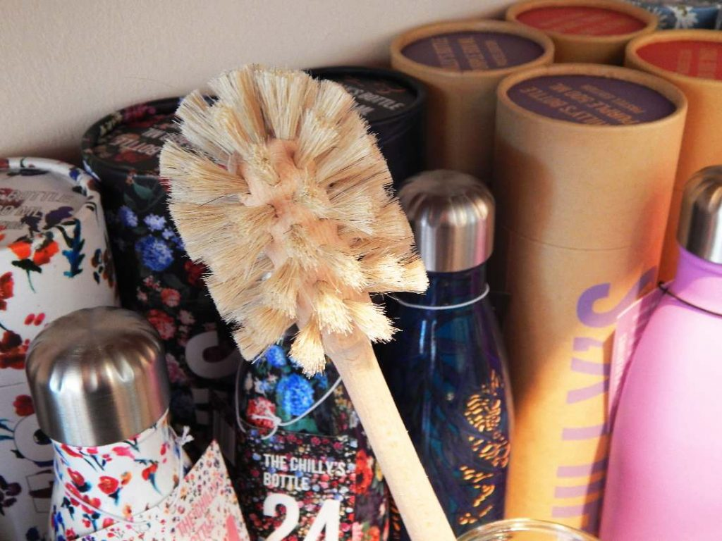 Chilly's bottles and brush