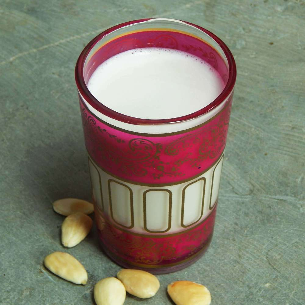 Holy cow! Homemade almond milk is actually better than shop-bought + I love it