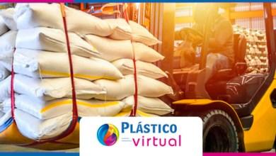 Foto de Trabalho nos distribuidores e transformadores de resinas plásticos intensifica com o coronavírus