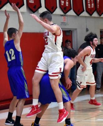 Highlands.Franklin.basketball.Vboys (7)
