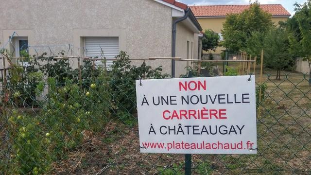 Panneau Non à une nouvelle carrière à Châteaugay : exemple posé