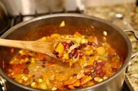 veggie chili in pot
