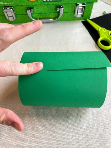securing green paper to can