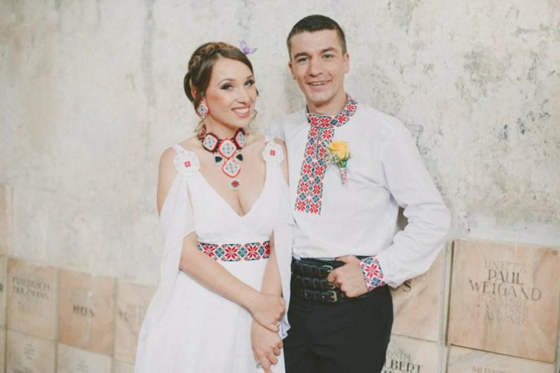 Mire si mireasa la nunta de inspiratie traditional romaneasca