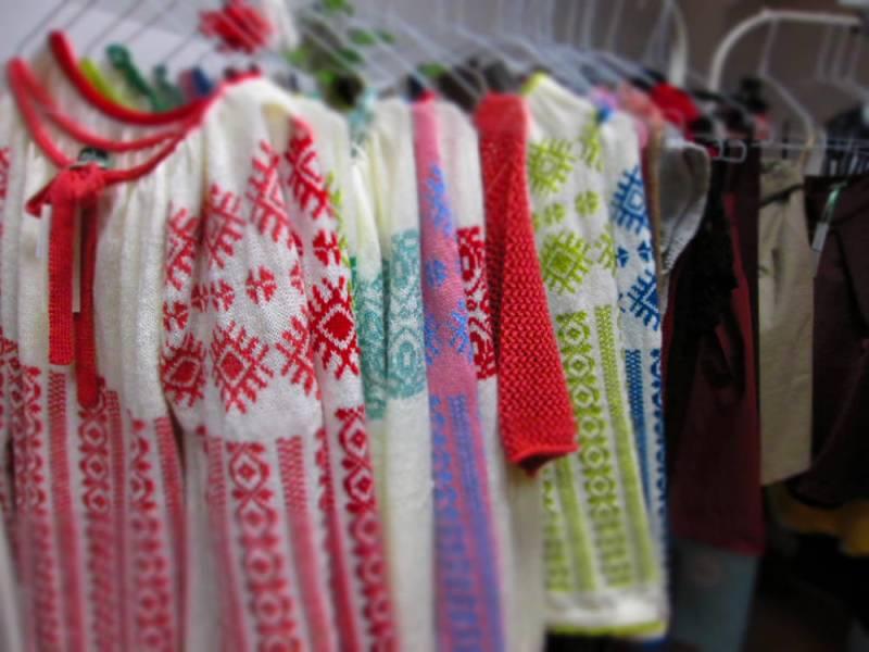 Onibon la Dichisar, Bucuresti Ie tricotată pe model roșu