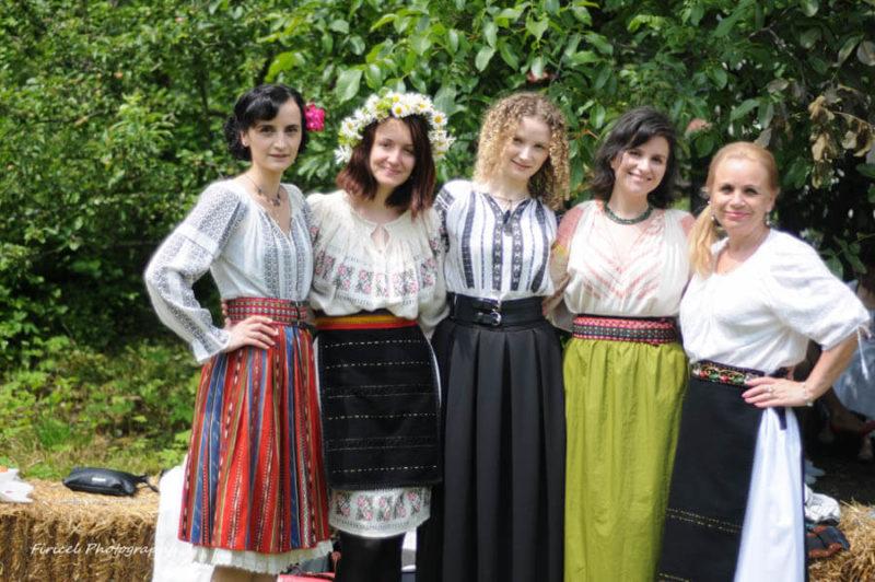 Hetti și fetele de la Șezătoare Brașov
