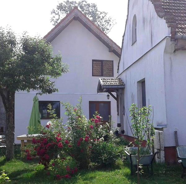 casele fetelor de la Asociatia Curtea Culorilor