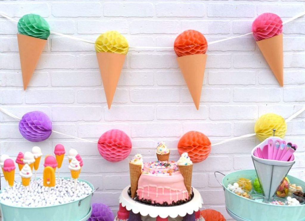 Ice cream party with DIY ice cream garland