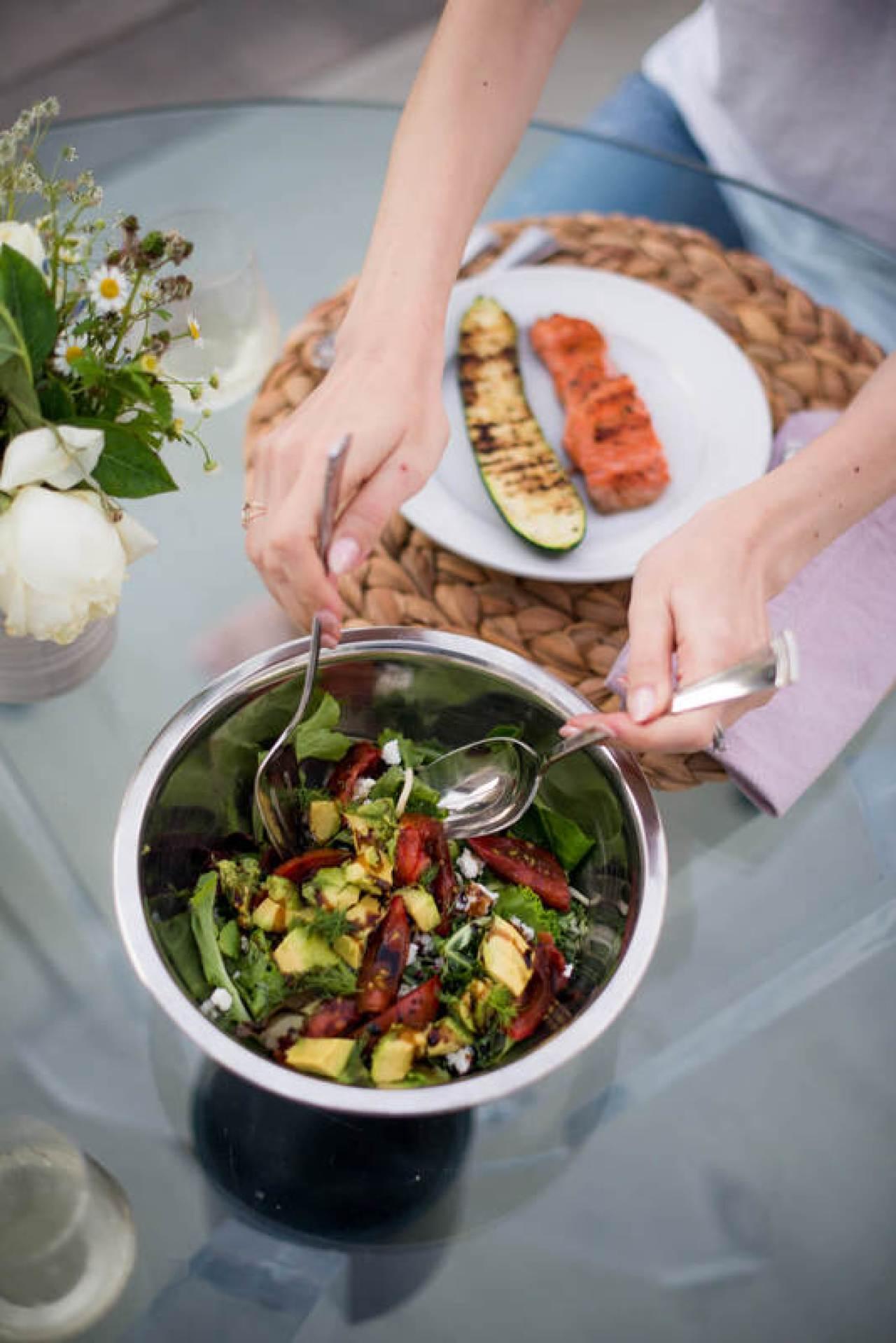 the best summer salad - lettuce, tomatoes, avocado, feta