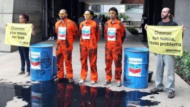 Greenpeace Brazil at Chevron's headquarters