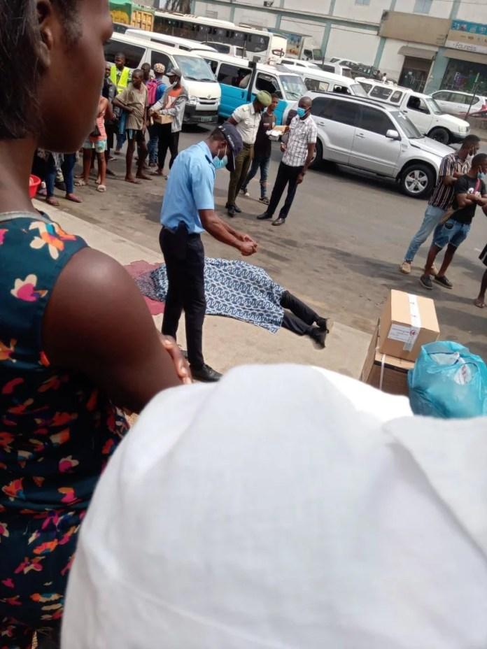 Polícial é morto na via pública por meliantes na Avenida Deolinda Rodrigues, em Luanda