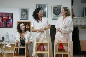 Mujeres en la cornisa