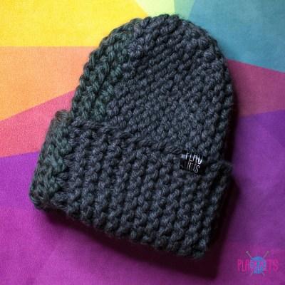 Тёмно-серая толстая вязаная шапка с подворотом