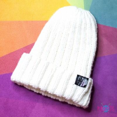 Белая вязаная шапка с подворотом Симпл