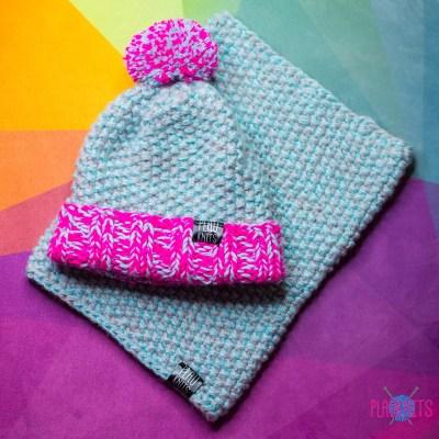 Серо-голубо-малиновый вязаный комплект шапка и снуд