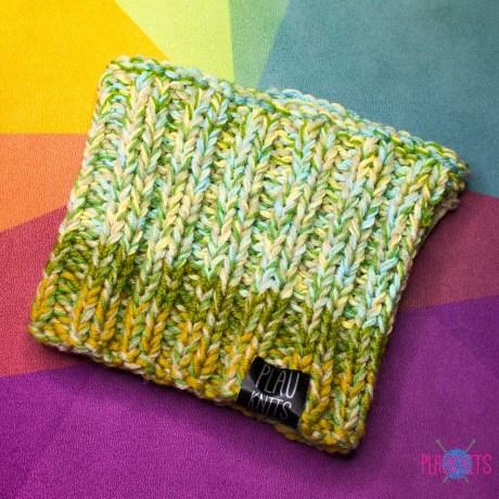 Светло-серо-зелёная вязаная шапка / повязка для дред 15 см