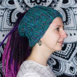 Серо-изумрудная вязаная шапка / повязка для дред