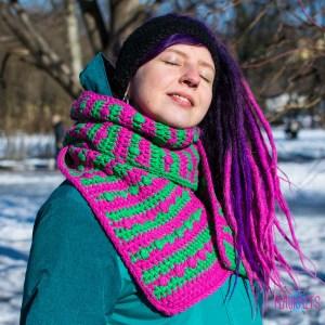 Полосатый вязаный шарф Ягодка