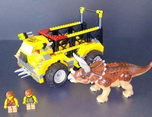 Lego® 5885 [Dino] Begegnung mit dem Triceratops / Triceratops Trapper (Get it @ PLAY-BAY.de)