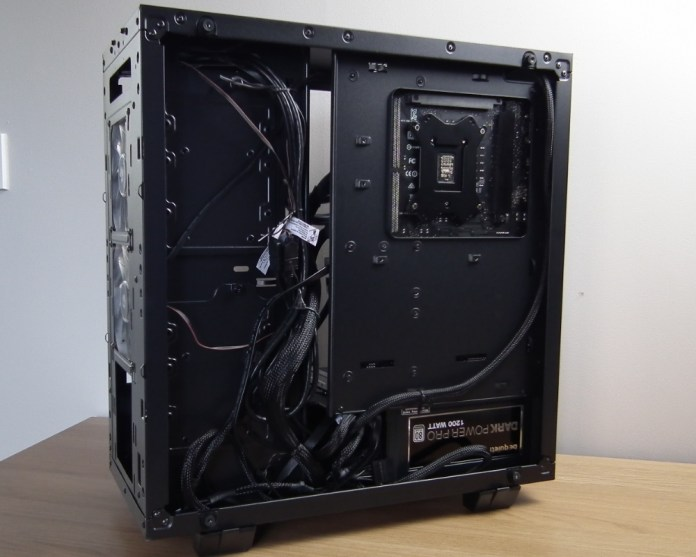 Thermaltake Core G21 TG build cables