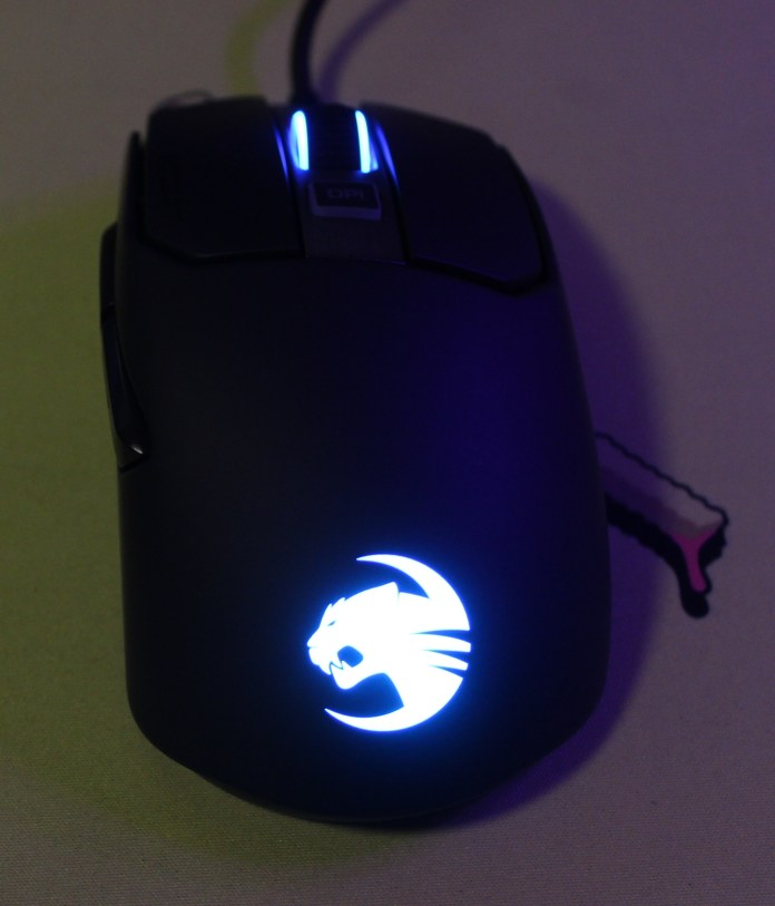 roccat kain 120 aimo plugged in