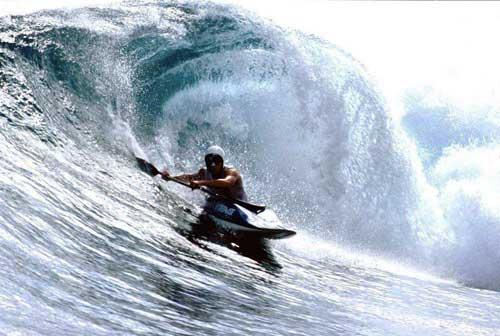 """//playak.com/images/interviews/rusty-sage-2006/rusty-sage-surf-indonesia.jpg"""" porque contiene errores."""