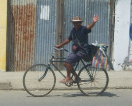 Hola! Fresh Fish (Jama, Ecuador) 'He has upgraded to a motorcycle, and the fish ride in a little cart!
