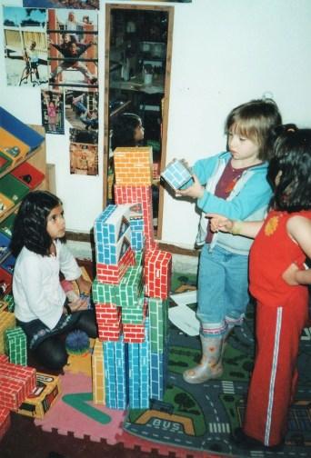 Preschool kidlets building towers