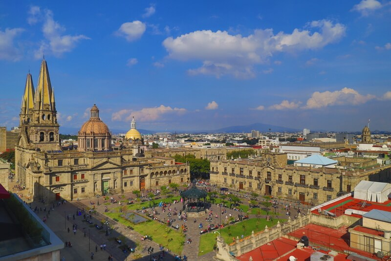 Lunch overlooking the Plaza de Armas is one of the coolest things to do in Guadalajara