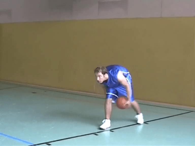 059 Basics – Ballhandling Beine