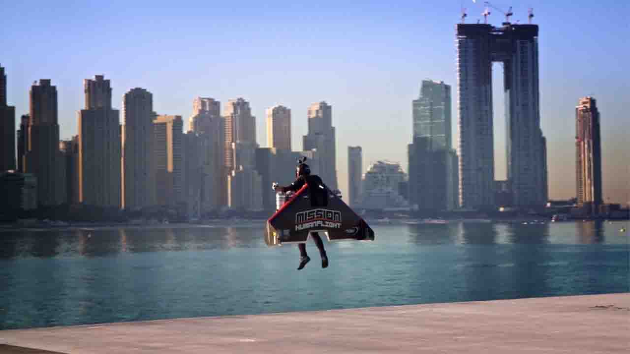 'Jetman' Takes to the Skies over Dubai 'Iron Man'-Style