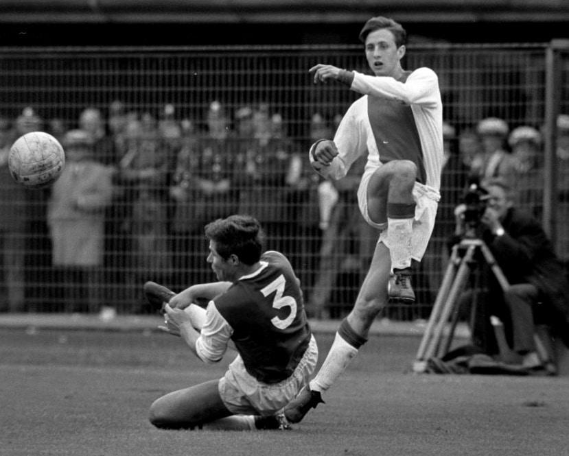 Cruyff for Ajax (right) against Feyenoord, September 1967. Photo: Nationaal Archief