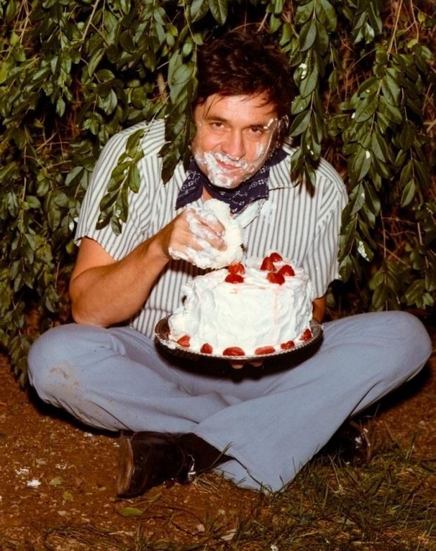 Johnny Cash Cake Bush : johnny, Johnny, Strawberry, Playing, World